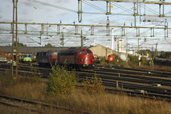 From right to left Svensk Tagkraft 10??; Midjyske Jernbaner MY28 ('Victoria') + MZ 1417; TGOJ 402 + CFL 18??. Nässjö, 7 October 2015.
