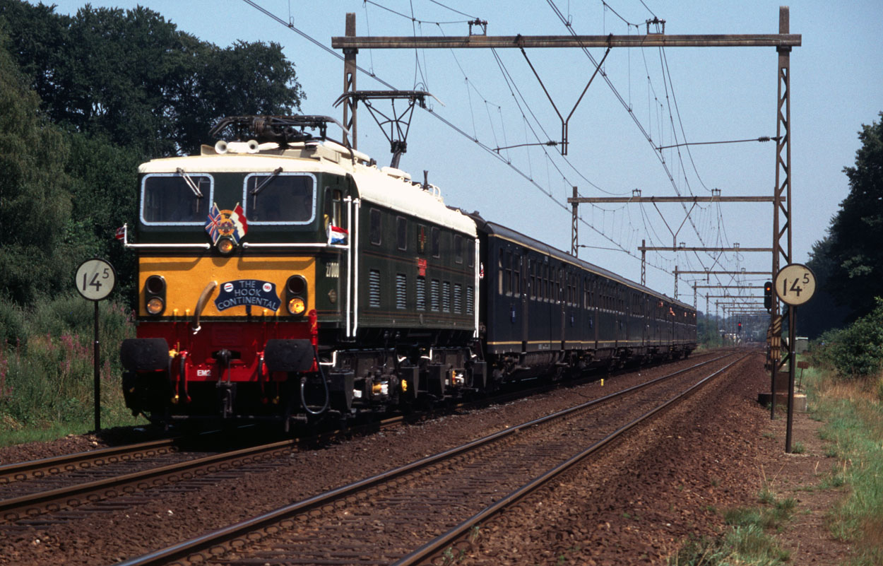 To celibrate 150 years of Nederlandse Spoorwegen EM2 Locomotive Society 27000 (ex-NS 1502) ran a special passenger train consisting of six plan E coaches, here seen at Ellecom (NL) on 22 July 1989.