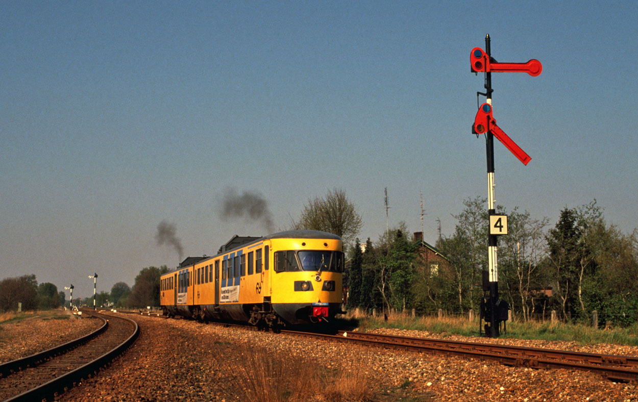 NS 168 leaves Budel (NL) as special excursion train 37331 (Budel, NL - Roermond, NL) on 13 April 1991.