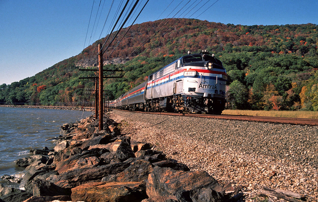 Amtrak FL9 486 skirts the Hudson River with a passenger train from Montreal to New York Central at Peekskill (USA) on 10 October 1993.