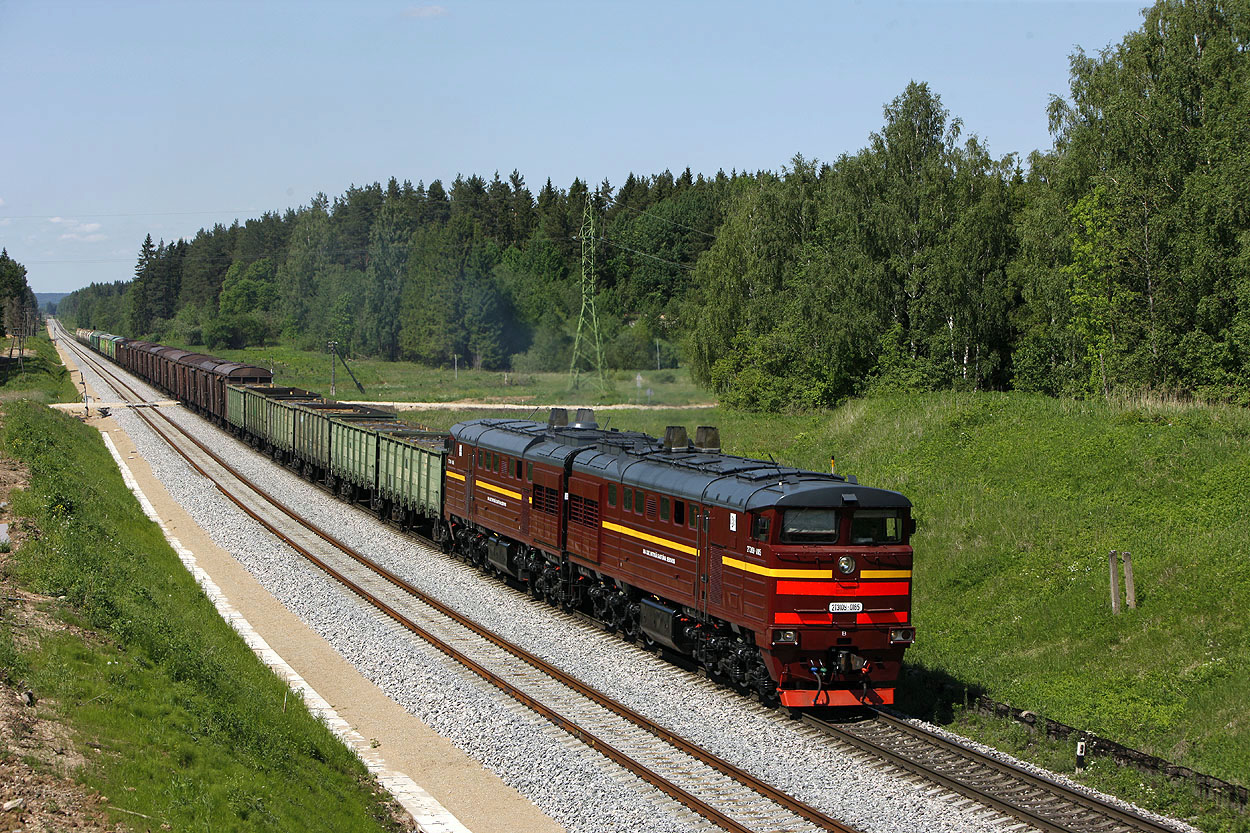 LDZ 2TE10Y-0185 nears Krustpils (LV) with a mixed freight train from Riga (LV) to Daugavpils (LV) on 26 May 2014.