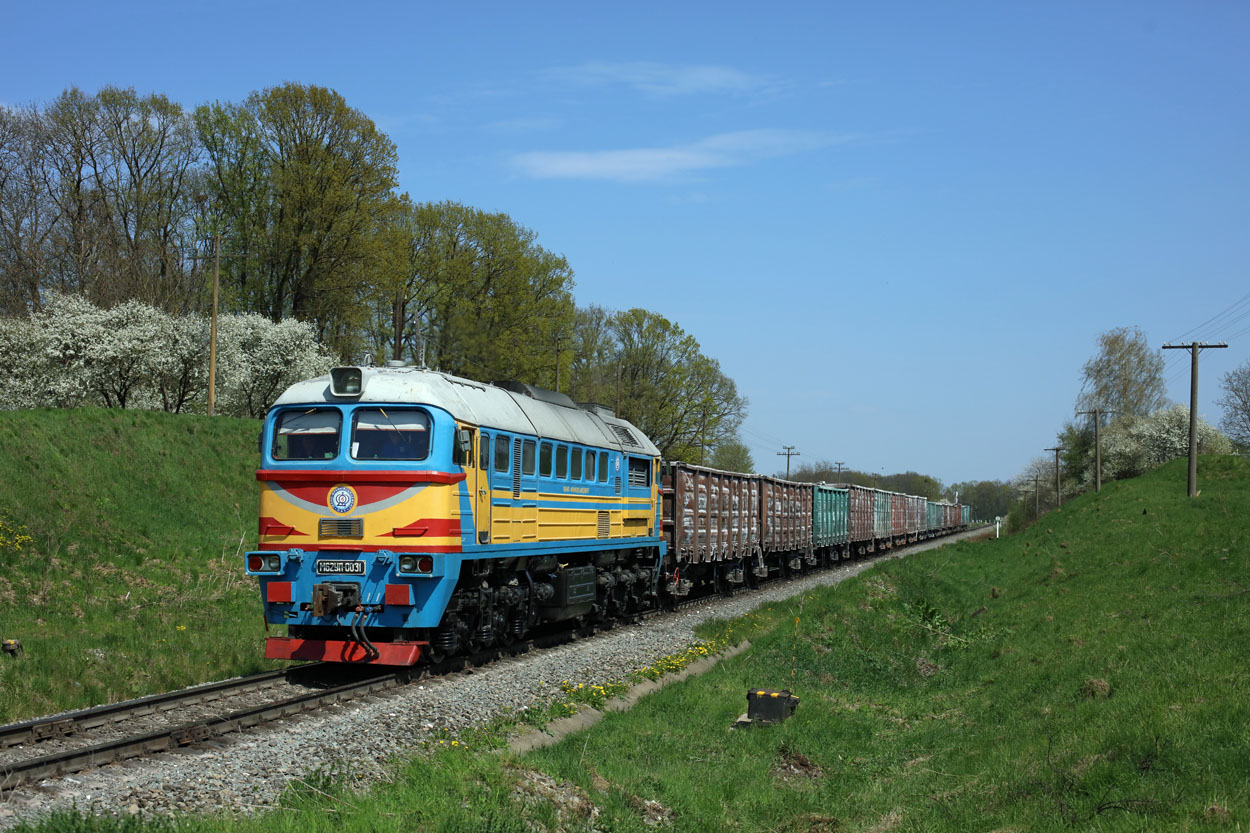 Ivano-Frankivsk Cement M62yp-0031 hauls a lime stone train from Dubivtsi (UA) to Jamnyzja (UA) at Jesupil (UA) on 24 April 2019.