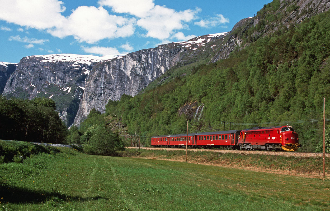 Paradise! NSB Di3.641 briefly disturbs the peaceful scene at Flatmark with train 2354 from Andelsnes to Dombås on 25 May 2000.