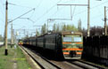 UZ ER9M 551 pulls out of Kyivska Rusanivka (UA) in the Kiev (UA) suburbs with a passenger train from Darnytsia-Deso (UA) towards Kiev Alma (UA) on 29 April 2005.