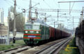 UZ WL80-445 passes Kyivska Rusanivka (UA) in the Kiev (UA) suburbs with a 54 car freight train from Kiev Alma (UA) to nearby Darnytsia-Deso (UA) freight yard on 29 April 2005.
